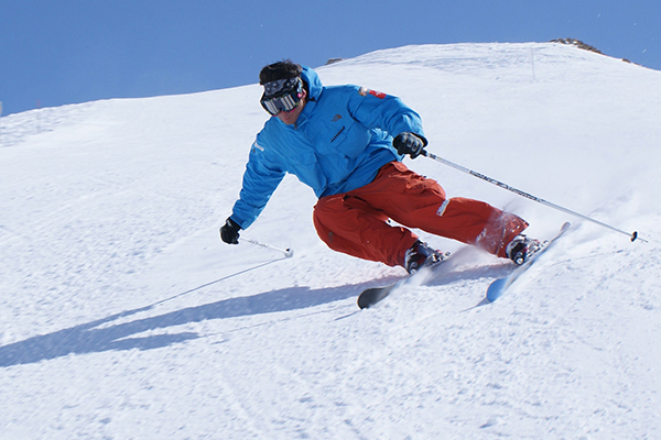 Ultimate_Snowsports_Carves_Ski_Lessons_France